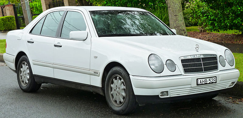 800px-1998-1999_Mercedes-Benz_E_240_(W210)_Elegance_sedan_(2011-11-17)_01.jpg