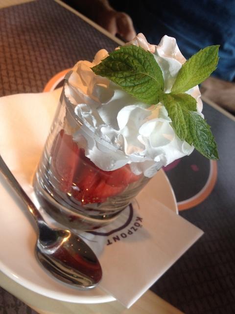 Friss eper vanília fagylalttal