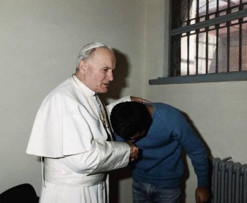 II. János Pál és Ali Agca.jpg