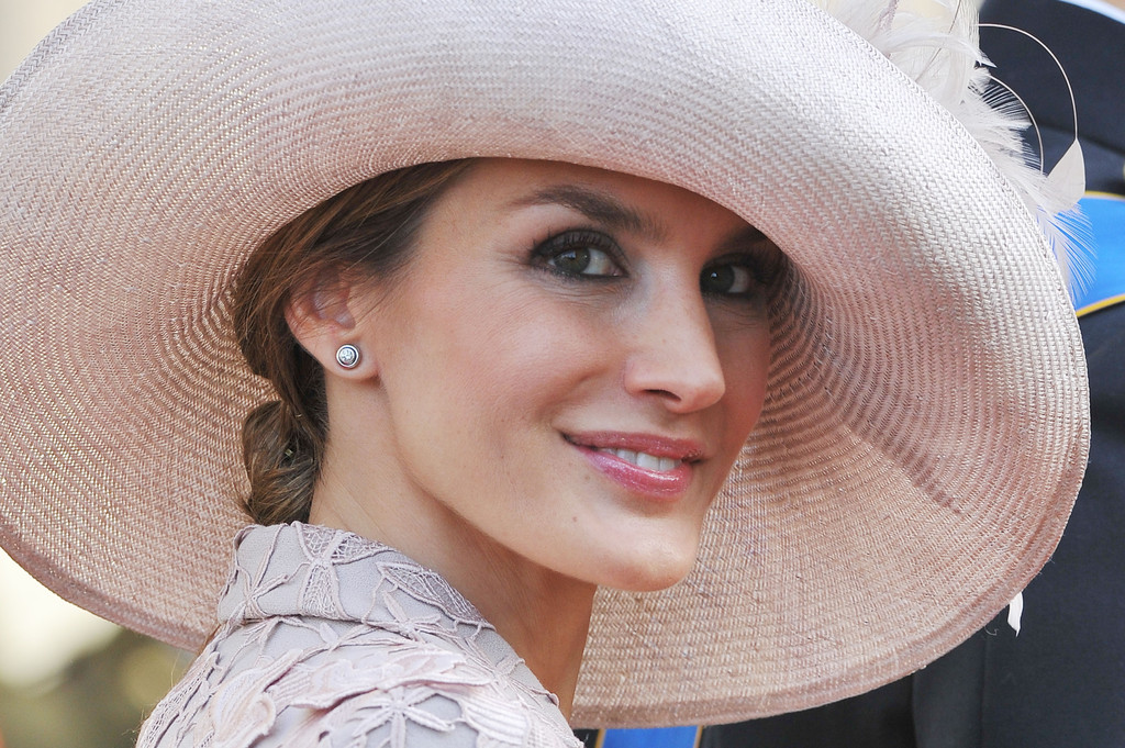 Princess-Letizia-Wearing-Felipe-Varela-Dress-to-The-Official-Wedding-Ceremony-Of-Prince-Guillaume-Of-Luxembourg-Stephanie-de-Lannoy-2.jpg