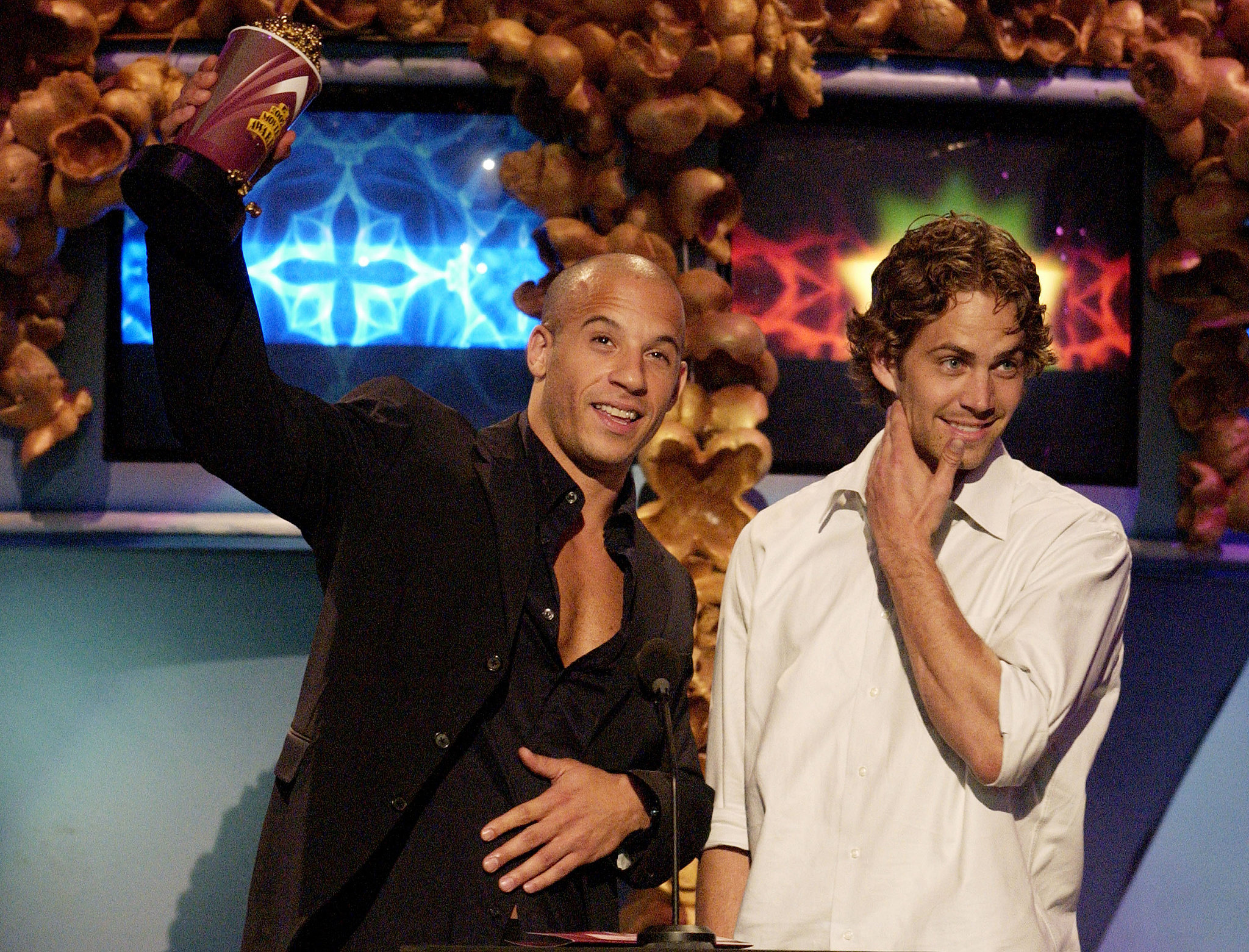 Paul-Walker-Vin-Diesel-accepted-statue-together-MTV.jpg