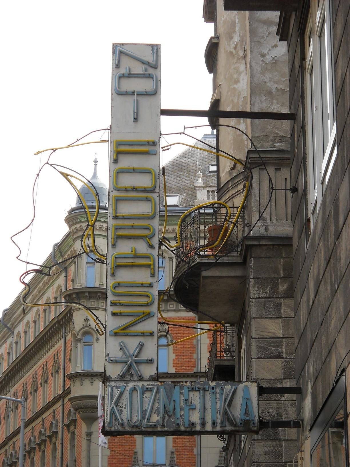 V., Károlyi utca (Károlyi Mihály utca)