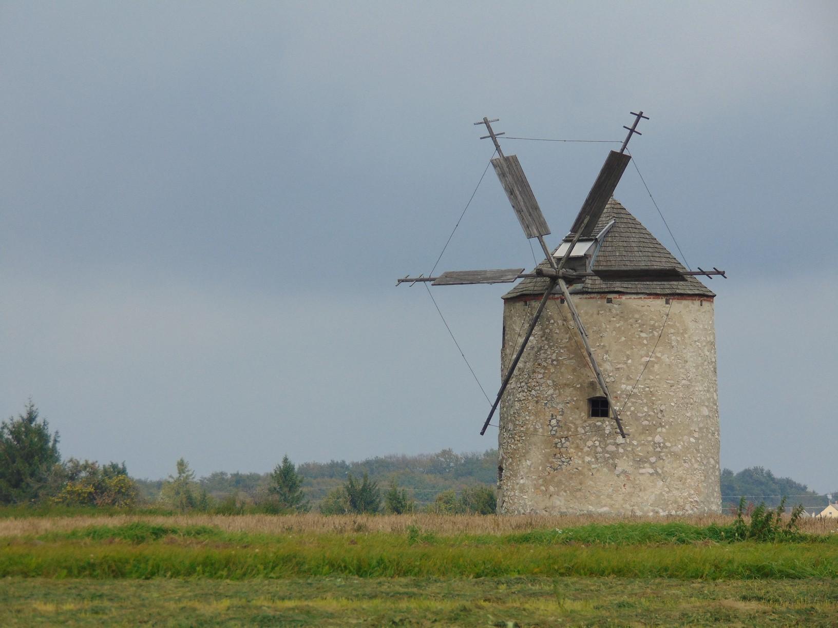 A dunántúli szélmalomipar utolsó emlékei fénykorukban gabonát őröltek, maximális kapacitásuk kedvező szélviszonyok mellett napi négy mázsa volt
