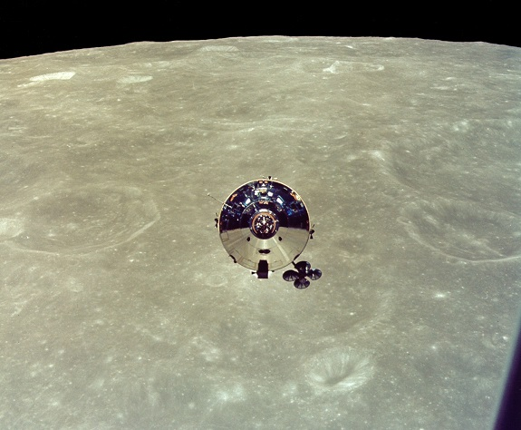 2014-04-19_Apollo10_CSM_from_LM_NASA_AS10-27-3873HR_575px.jpg