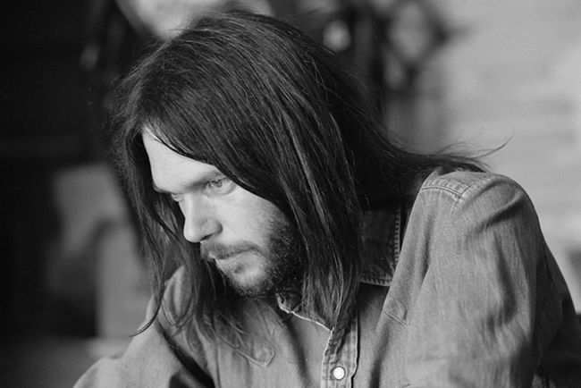 111813-neil-young-600-1384800624.jpg