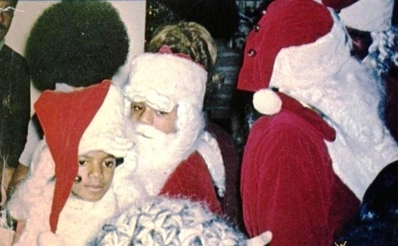christmas-time-with-mikeypooh-michael-jackson-the-child-17530781-580-358.jpg