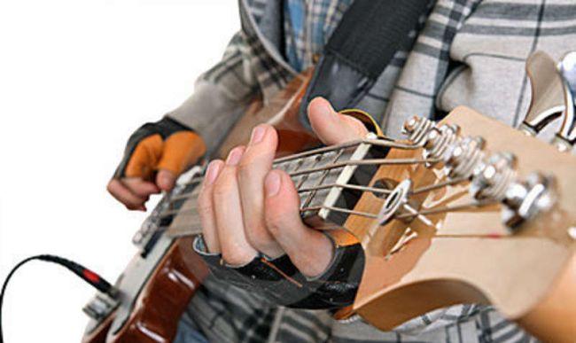 hands-rock-musician-16335717.jpg