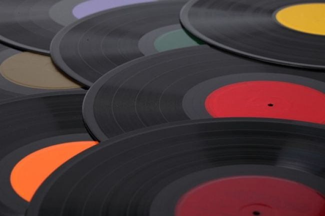 pile-of-records--gramophone--texture--textured_3291657.jpg