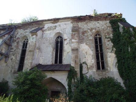 3.-kép_A-pusztuló-vermesi-templom-dél-felől-fotó_Nagy-László (1).jpg