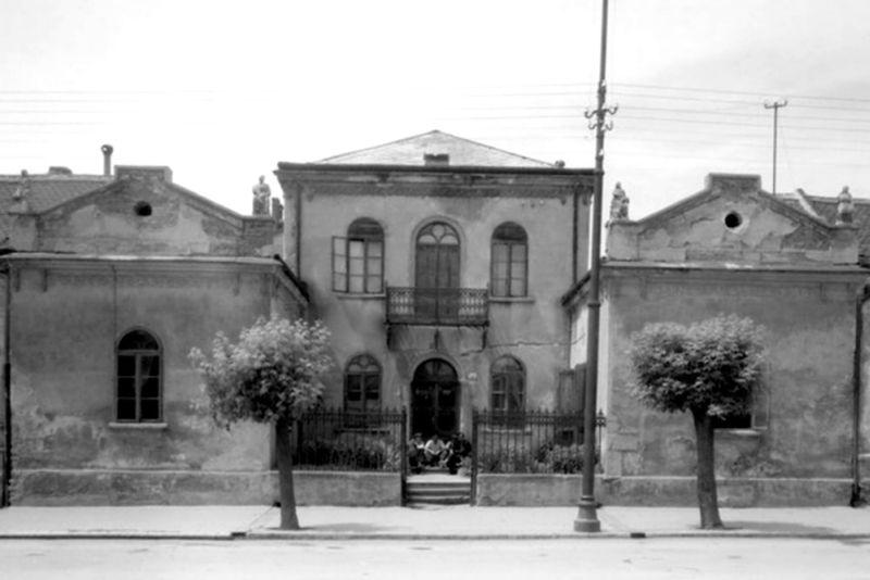 1940 Lakits villa.jpg