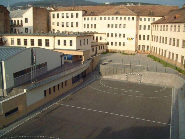 2010 Ciszterci rend Nagy Lajos gimnáziuma NAPJAINKBAN.jpg