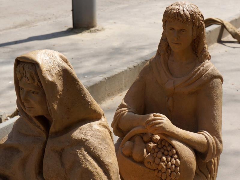 2013 április Az új szobrok (2).jpg