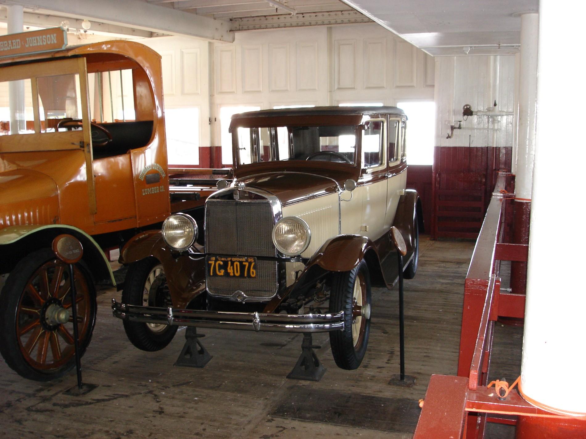 6_1930_graham_paige_sedan.JPG