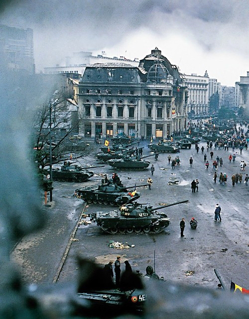 central-square-devastated-bucharest-romania-romanian-revolution-revolutia-romana-1989[1].jpg