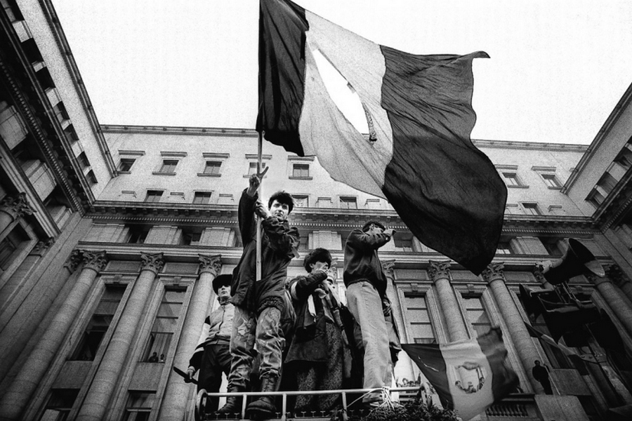 flag-in-square-bucharest-romania-romanian-revolution-revolutia-romana-1989[1].jpg