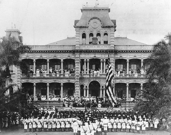 1898Raising_of_American_flag_at_Iolani_Palace_1898 hawaii.jpg