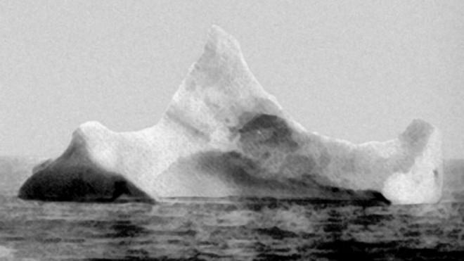 1912_3titanic iceberg.jpg