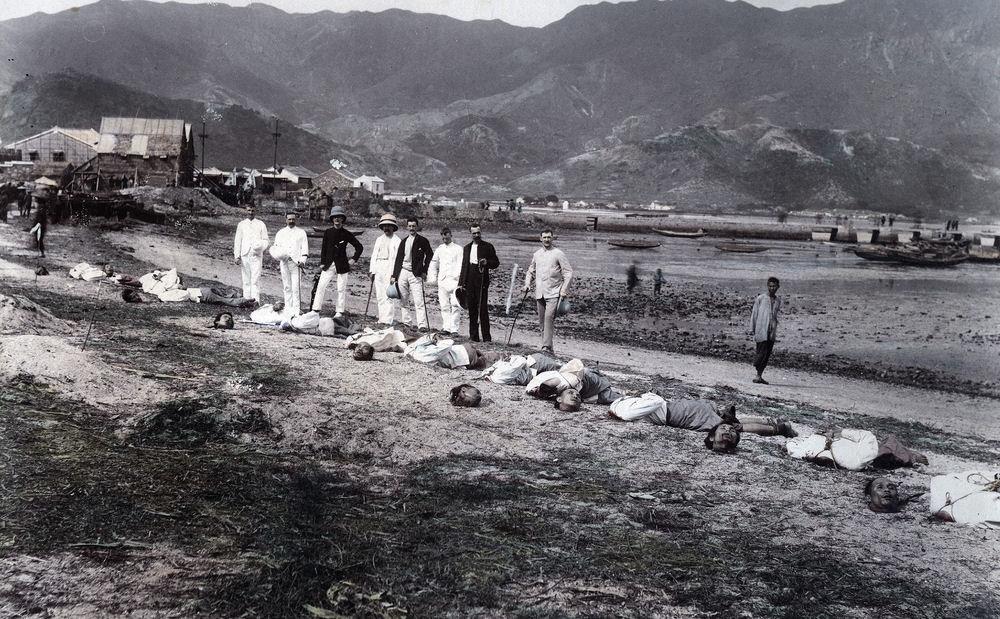 1891. Kínai kalózok kivégzése lefejezéssel Kowloon Cityben (HongKong).jpg