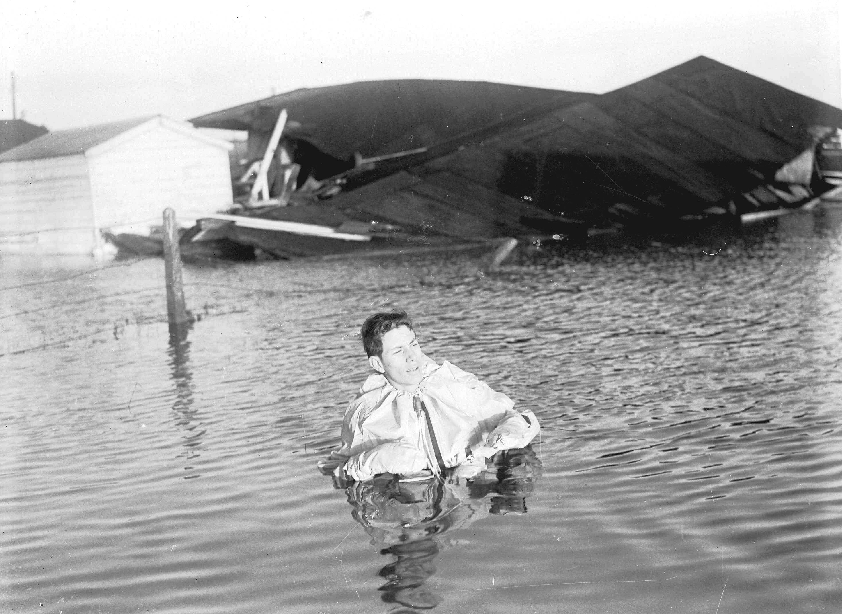 p0163_hunstanton_1953_floods[1].jpg