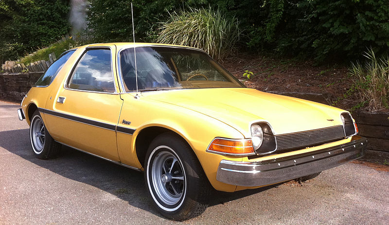 1975_AMC_Pacer_base_model_frontrightside.jpg