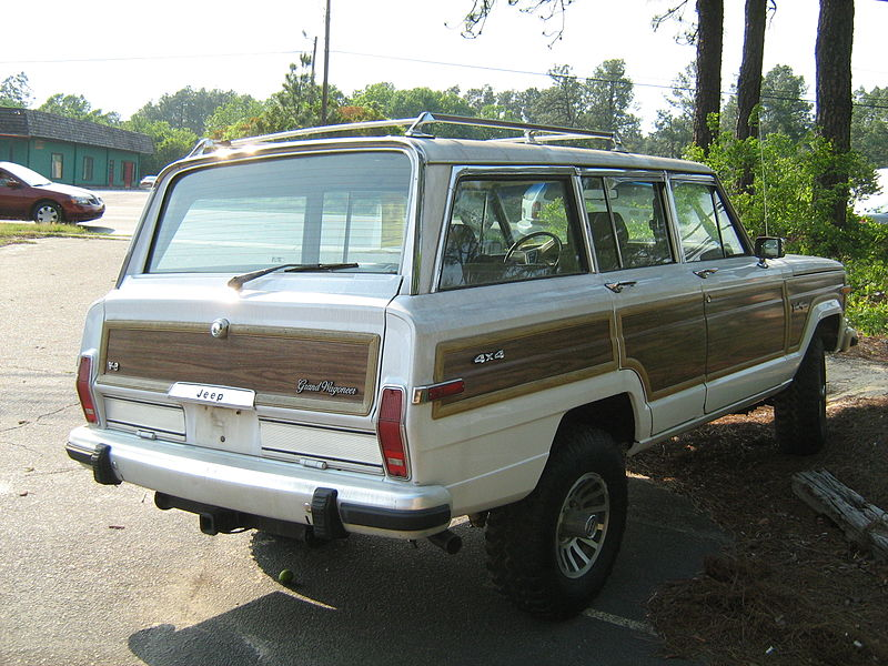 1977_Jeep_Grand_Wagoneer_white_NC_r.jpg