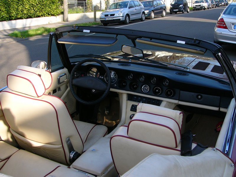 1974_Jensen_Interceptor_Convertible_rear_dash.jpg