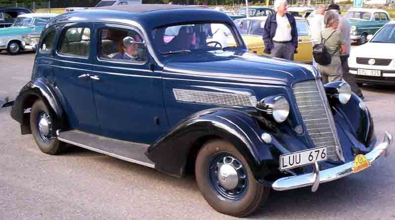 1935_Nash_Advanced_Six_Series_3520_4-Door_Sedan.jpg