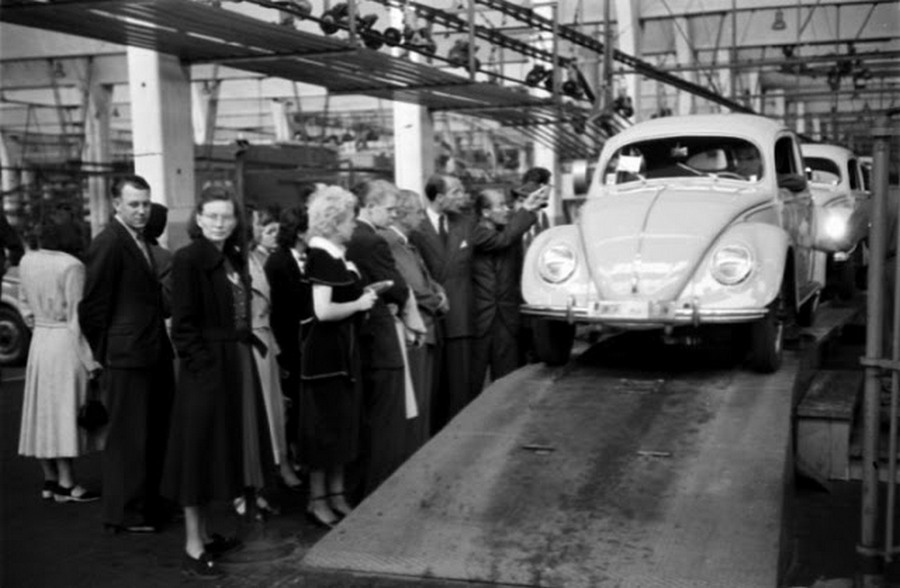 Scene+at+Volkswagens+Main+Plant+Wolfsburg+Germany+July+1951+15.jpg