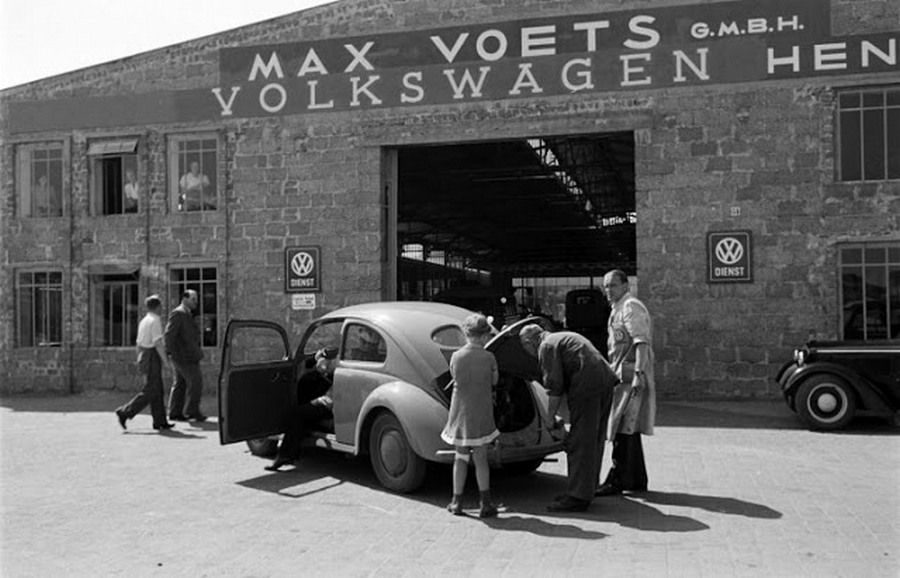 Scene+at+Volkswagens+Main+Plant+Wolfsburg+Germany+July+1951+20.jpg