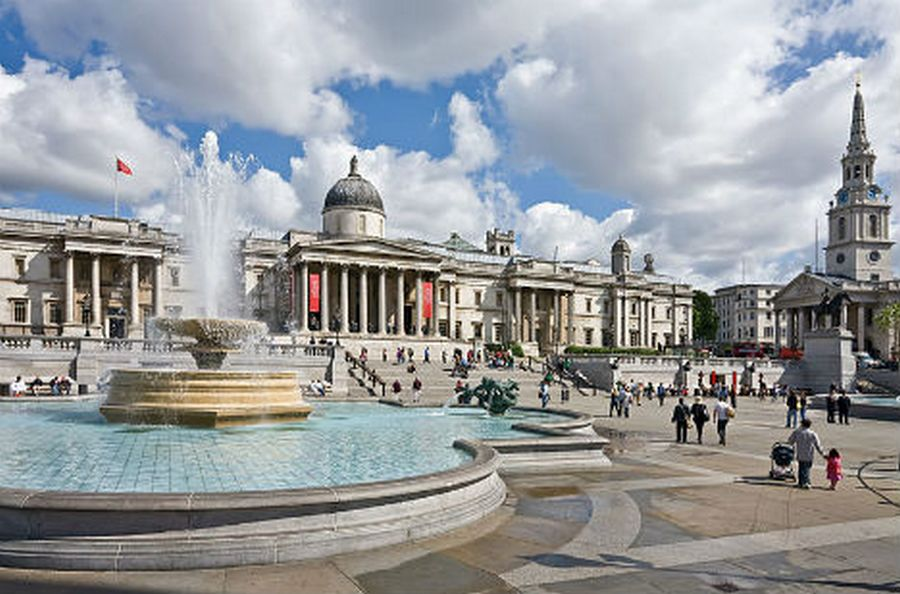 10_alternative-monuments-trafalgar-square-pyramid2.jpg