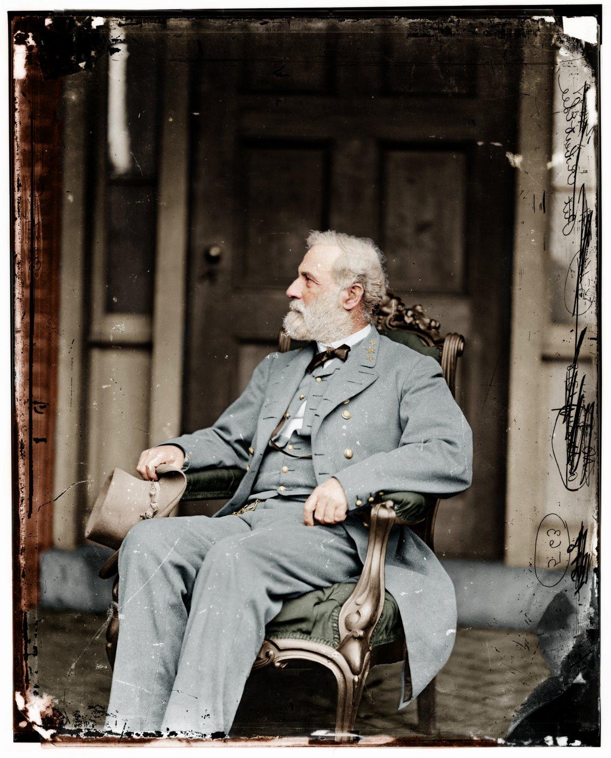 24_Confederate General Robert E. Lee kevesebb, mint egy héttel megadás után otthonában..jpg
