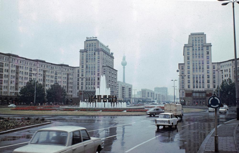 1968. Berlin, Karl-Marx Alle, Strausberger Platz.jpg