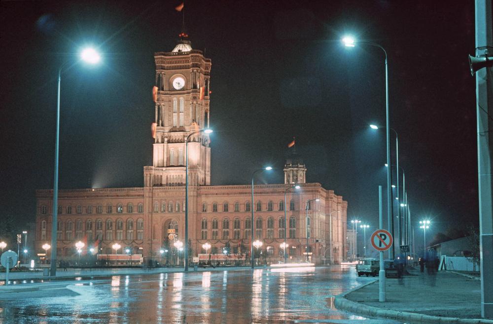 1969. Berlin, Rotes Rathaus.jpg