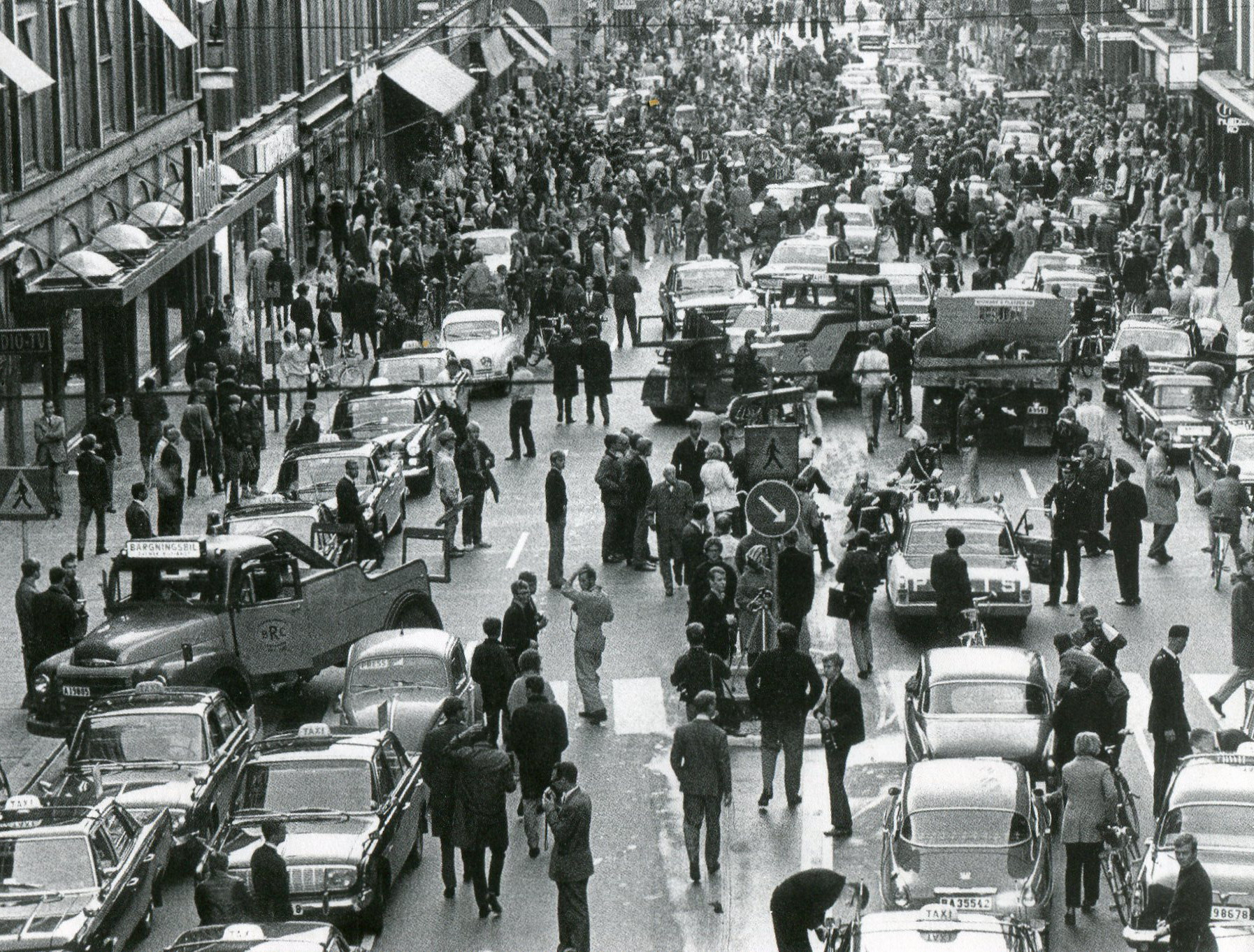Kungsgatan_3_september_1967_Dagen_H.jpg