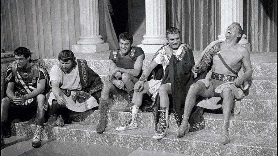 John Gavin, Peter Ustinov, Tony Curtis, Laurence Olivier és Kirk Douglas.jpg