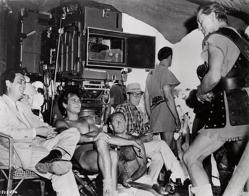 Kubrick, Curtis, jobb szélen Douglas..jpg