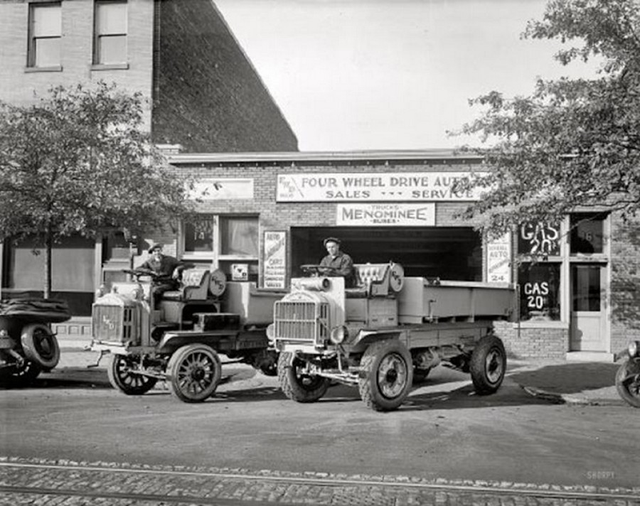 US Gas Stations in the 1920's (10).jpg