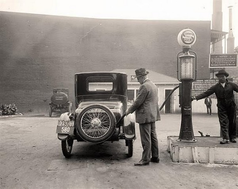 US Gas Stations in the 1920's (2) (1).jpg