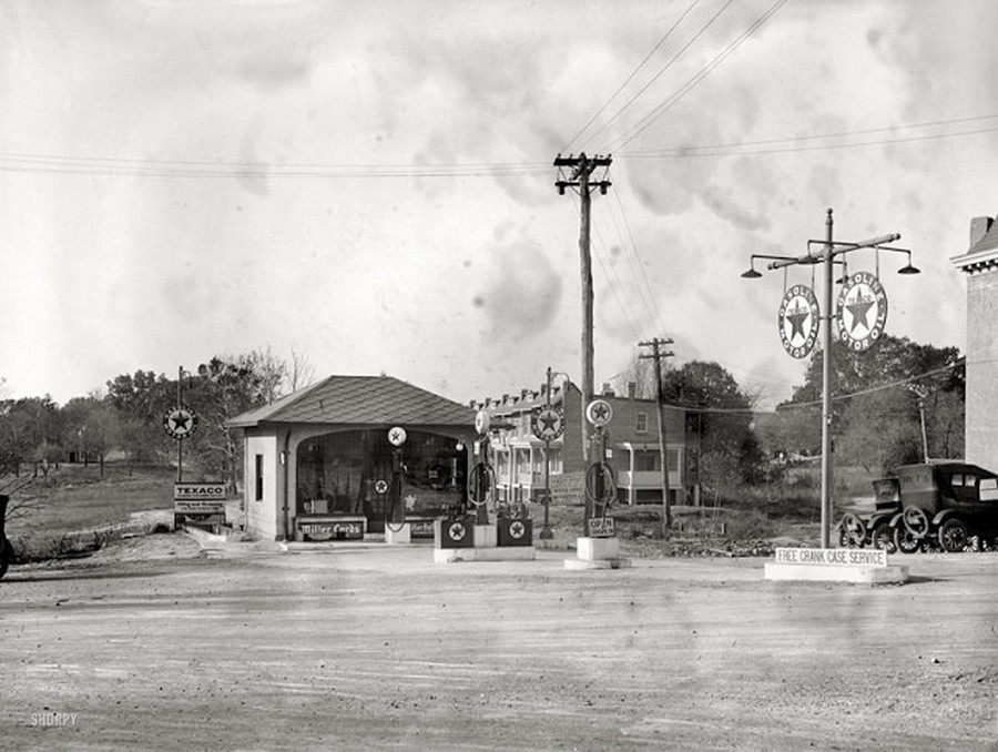 US Gas Stations in the 1920's (2).jpg