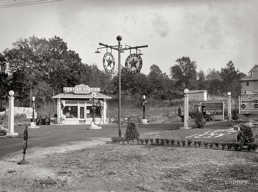US Gas Stations in the 1920's (3).jpg