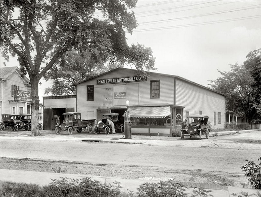 US Gas Stations in the 1920's (5).jpg