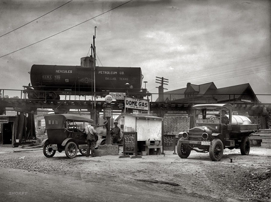 US Gas Stations in the 1920's (6).jpg