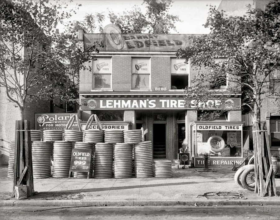 US Gas Stations in the 1920's (7).jpg