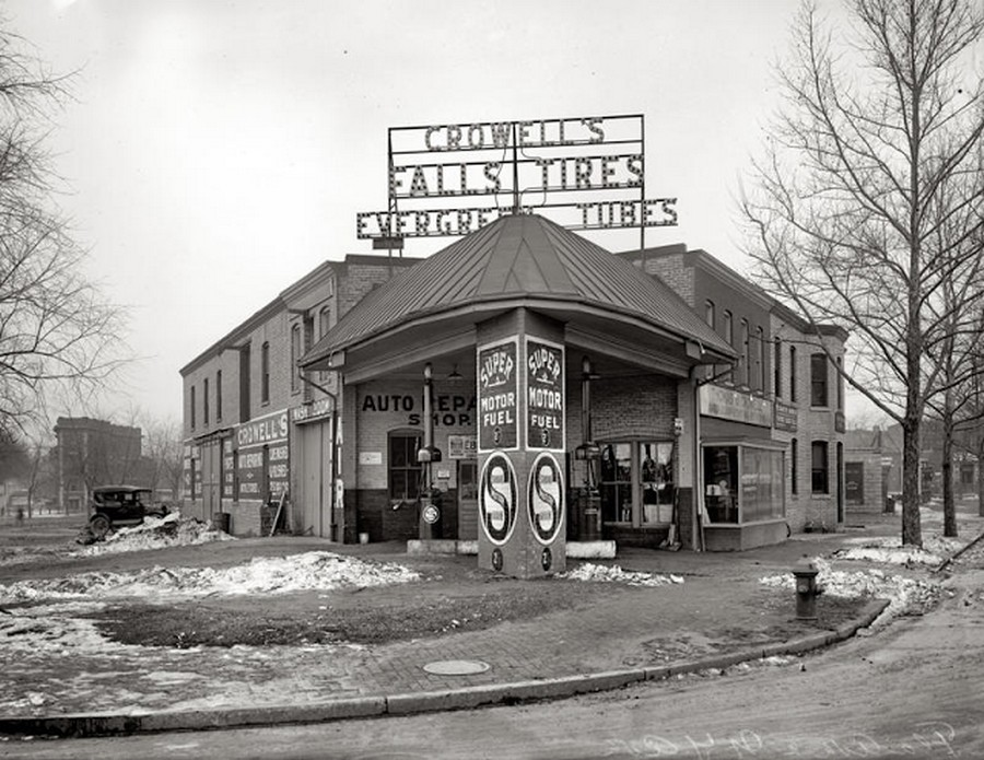 US Gas Stations in the 1920's (8).jpg
