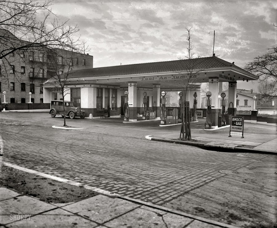 US Gas Stations in the 1920's (9).jpg