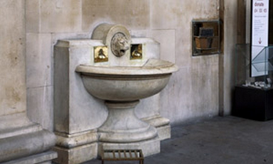 01. Blackmail_BritishMuseumFountain_cr.jpg