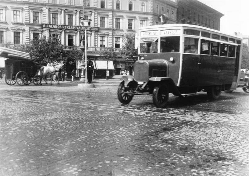 03 VI. Oktogon 1927.jpg