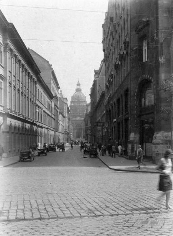 07 VI. Zrínyi u. Bazilika 1928.jpg