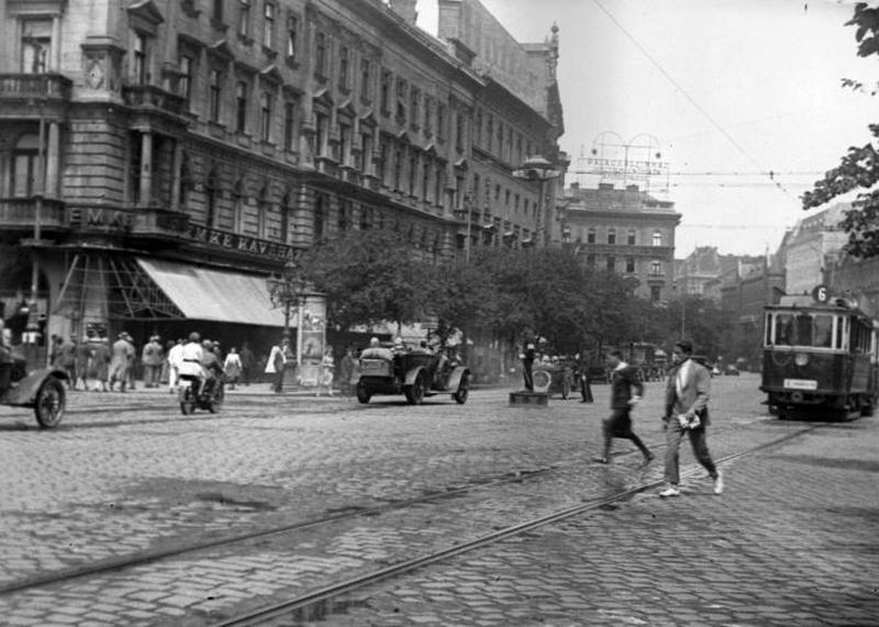 15. Nagykörút-Rákóczi kereszteződés, EMKE-ház 1929..jpg