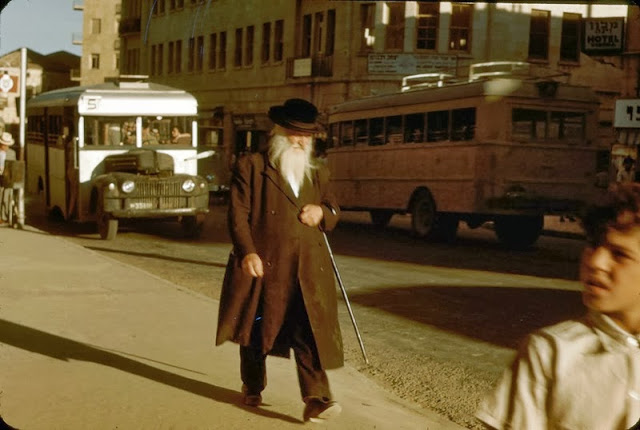 Buses in Israel in the 1950's (1).jpg